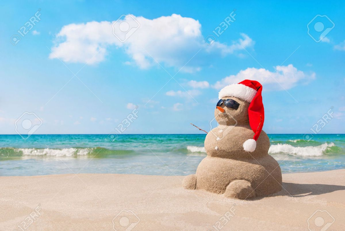 32072687-sandy-christmas-snowman-in-red-santa-hat-and-sunglasses-at-sunny-beach-holiday-concept-for-new-years-stock-photo